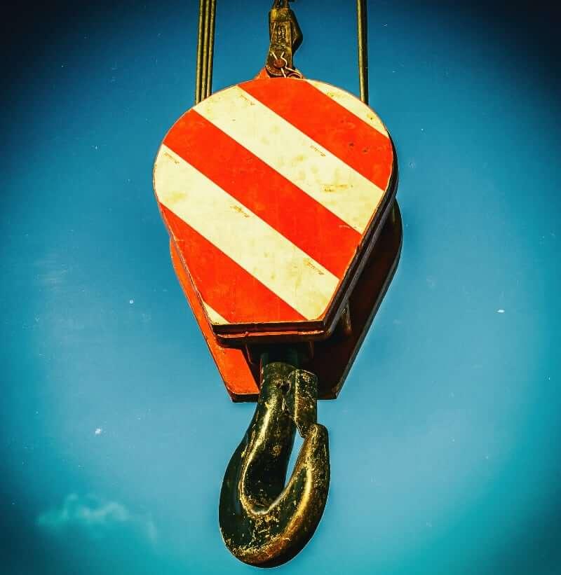 Kraftig løftekrok med røde og hvite striper